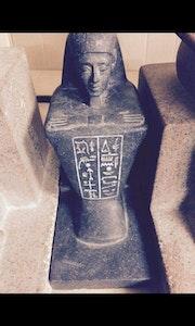 Statue egyptienne. Samia Ghoualem