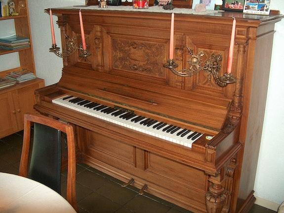 Klavier Schiedmayer & Soehne, Serien-Nr. 19323, Stuttgart, Baujahr um 1900. Antikes Klavier In Gutem Zustand, Unrevidiert Antik-Today ! Antiquités Achat-Vente Objets d'art