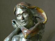 La bonne fée - Sculpture en terre cuite et raku par Xavier Besson.
