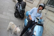 Miss Chanel et le motard. L. Caztillo