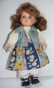 Ausdrucksstarke Porzellanpuppe - hübsches Mädchen mit grossen Augen - aus der.