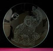 Eléphant d'inde gravé sur assiette. Gribouille-Et-Deco