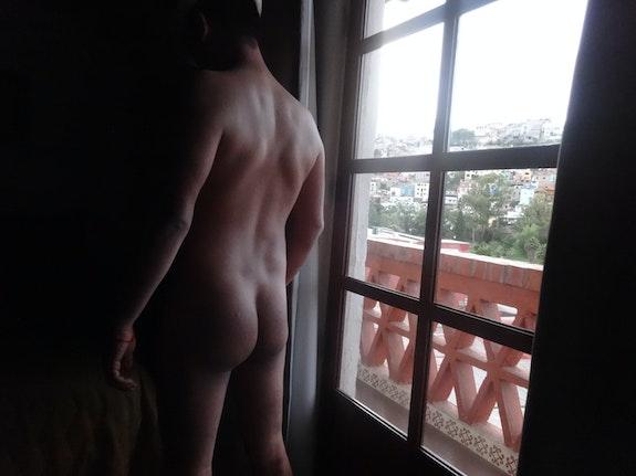 Espalda desnuda con luz natural. Jesús Juarez Nudemen