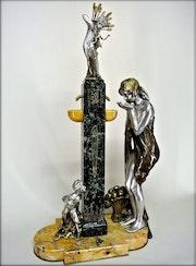 «Jeune femme à la fontaine de cupidon». Marc Menzoyan Antiquités