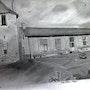 Une partie de l'Ecole publique d'Ayron avec le pigeonnier du château d'Ayron. Dco La Fée Castalia