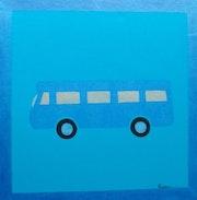 Le car est bleu ou le carré bleu.