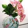 Parfum d'été, autrement nommé «le pot aux roses». Jacqueline Hautbout