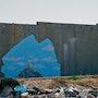 Mur de séparation israélien, près de Qalandia, Palestine. Banksy