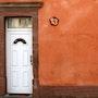 Numéro de maison représentant le chiffre 6 en émaux de verre et tesselles en or. Atelier De Mosaïque d'art Urschel l'artisan