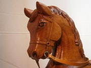 Le cheval à bascule.