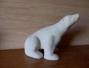 Ours polaire en grès chamotté.