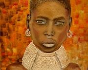 Femme senegalaise paree de son collier en cauris. Anne Delcampe