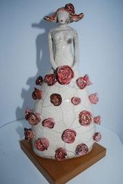 Statuette Raku et ses roses. Du Bout Des Doigts