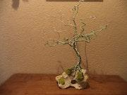Oasis : sculpture arbre de vie en fer sur pierre naturelle dimension 45cm.