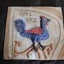 Gallus - Cuadro en relieve, hecho a mano en barro cocido policromado.. Ceramicamanos