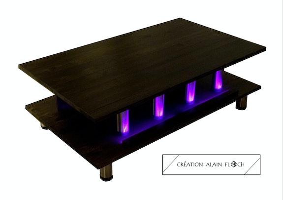 Table basse design L'Impériale 30 led fuchsia sans fil. Alain Floch Vpa Design