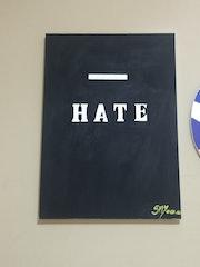 Menos hate.