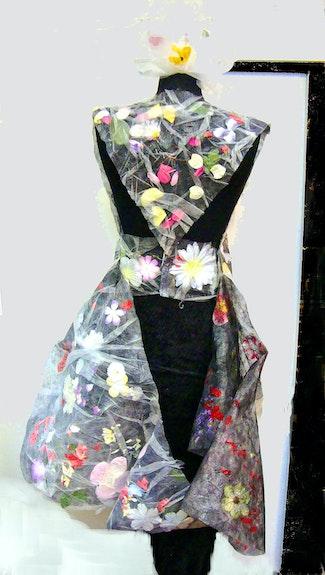Ova, Rücken mit Rockteil, hängend Ova, back with skirt part, hanging. Rosemarie Bühler Rosemarie Bühler