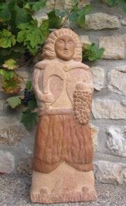 Saint Vincent sculpture en pierre dorée du beaujolais.