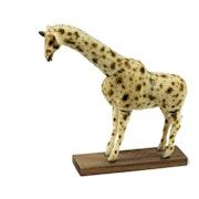 Girafe taillée dans la graine de tagua ou ivoire végétal. Tagua World
