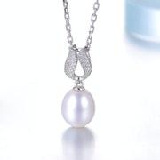 Tres beau pendentif perle naturelle chaine argent.
