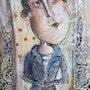 Portrait de momo sur carrelage noir et blanc. Marie-Hélène Roger