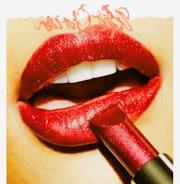 Rouge à lèvres carmin. Marie Carteron