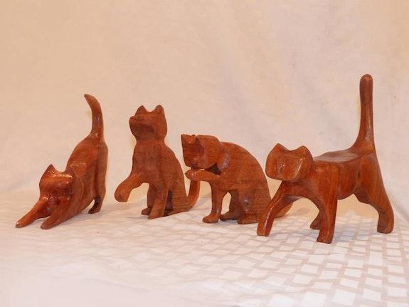 Gatos tallados en cedro escala 1:2. Gabriel Neuhaus Gabriel Neuhaus