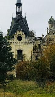 Le château fantôme. Radmila Sally Stojkovic Burton