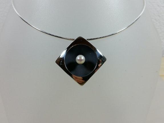 Collier argent poli et oxydé + perle de culture. Bijoux Klaus Klaus Chimot