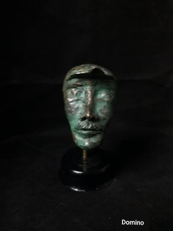 L'homme à la casquette. Domino (Patricia Lahure) Domino