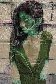 Mujer Mistica Verde y Gris. Anuart