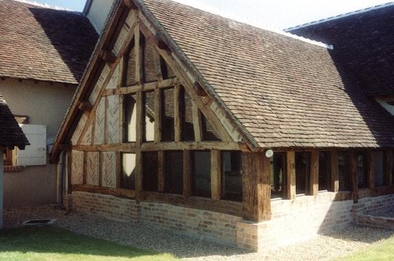 Un nid de bois, de terre cuite et de verre.. Renaissance Concepts Renaissance Concepts