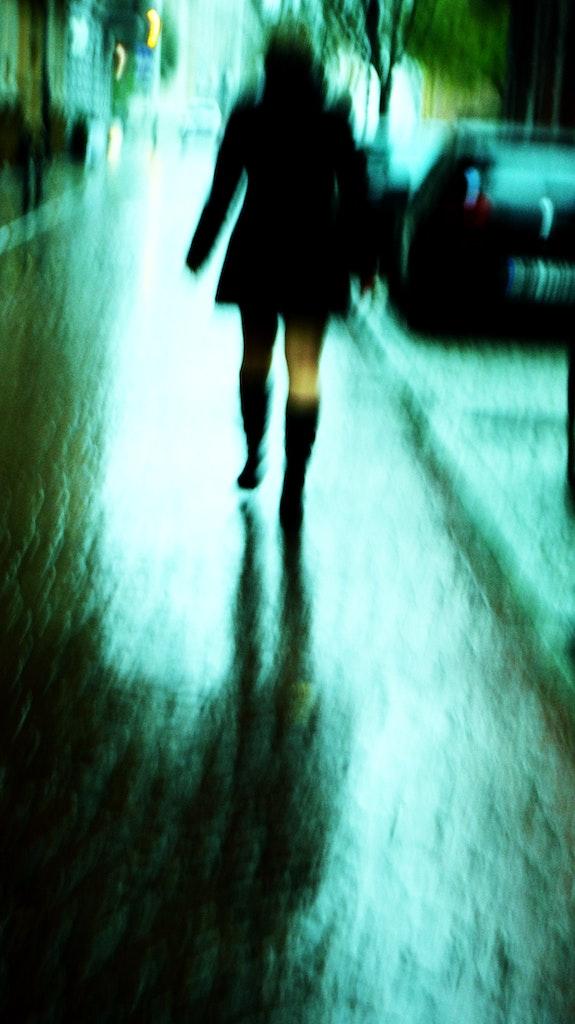 Marche sous la pluie. Mallis Mallis