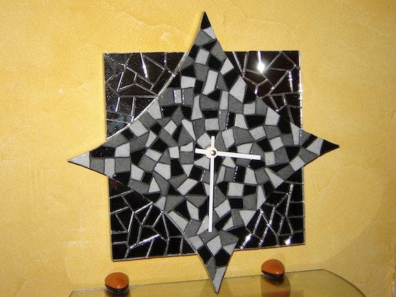 Horloge murale «losange» en mosaïque. Carine Schwalm Mosaïstik