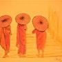 Trois moines avec des ombrelles. Patrick Nevoso