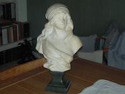Buste de femme. Art Now