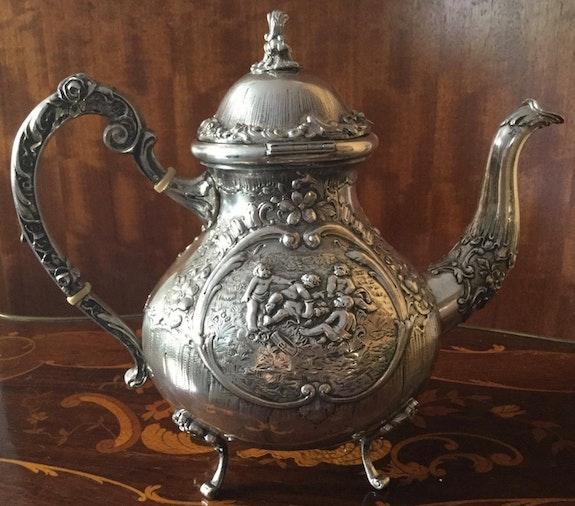 Große Teekanne aus dem Fürstenhaus zu Wied, Silberstempel 800, Historismus.  Thomas Kern