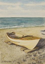 Barque sur la plage d'Etretat.