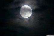 Lune tourmentée.