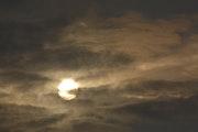 Lever de soleil sous les nuages.
